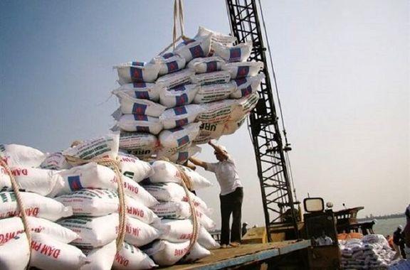 آغاز ترخیص ۱۵ هزار تن برنج از امروز