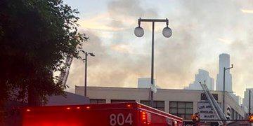 مجروح شدن ۱۱ آتش نشان بر اثر انفجار در شهر لس آنجلس