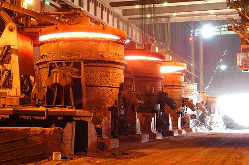 رانت 110 هزار میلیاردی در بازار فولاد / عرضه بیش از 7 میلیون تن شمش فولاد در خارج از بورس کالا