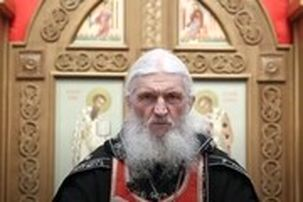 کشیش روس به دلیل نفی کرونا از پوشیدن لباس روحانیت محروم شد
