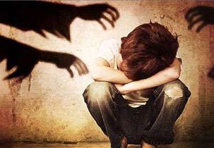 کودکی که مادرش با فیلم کتک زدنش درآمد کسب می کرد به پدر سپرده شد