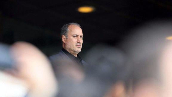 تاج باید فدراسیون فوتبال را ترک کند / دولت هیچ دخالتی ندارد